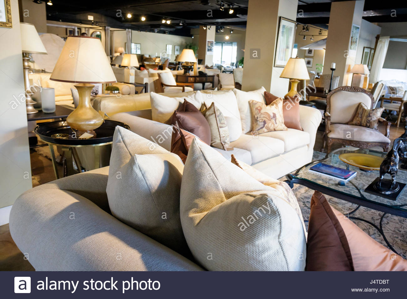Beau Miami Coral Gables Miami Florida Kreiss Furniture Store Retail Family  Business Showroom Sofa Upholstery Plush Beige Decor Table Lamp P
