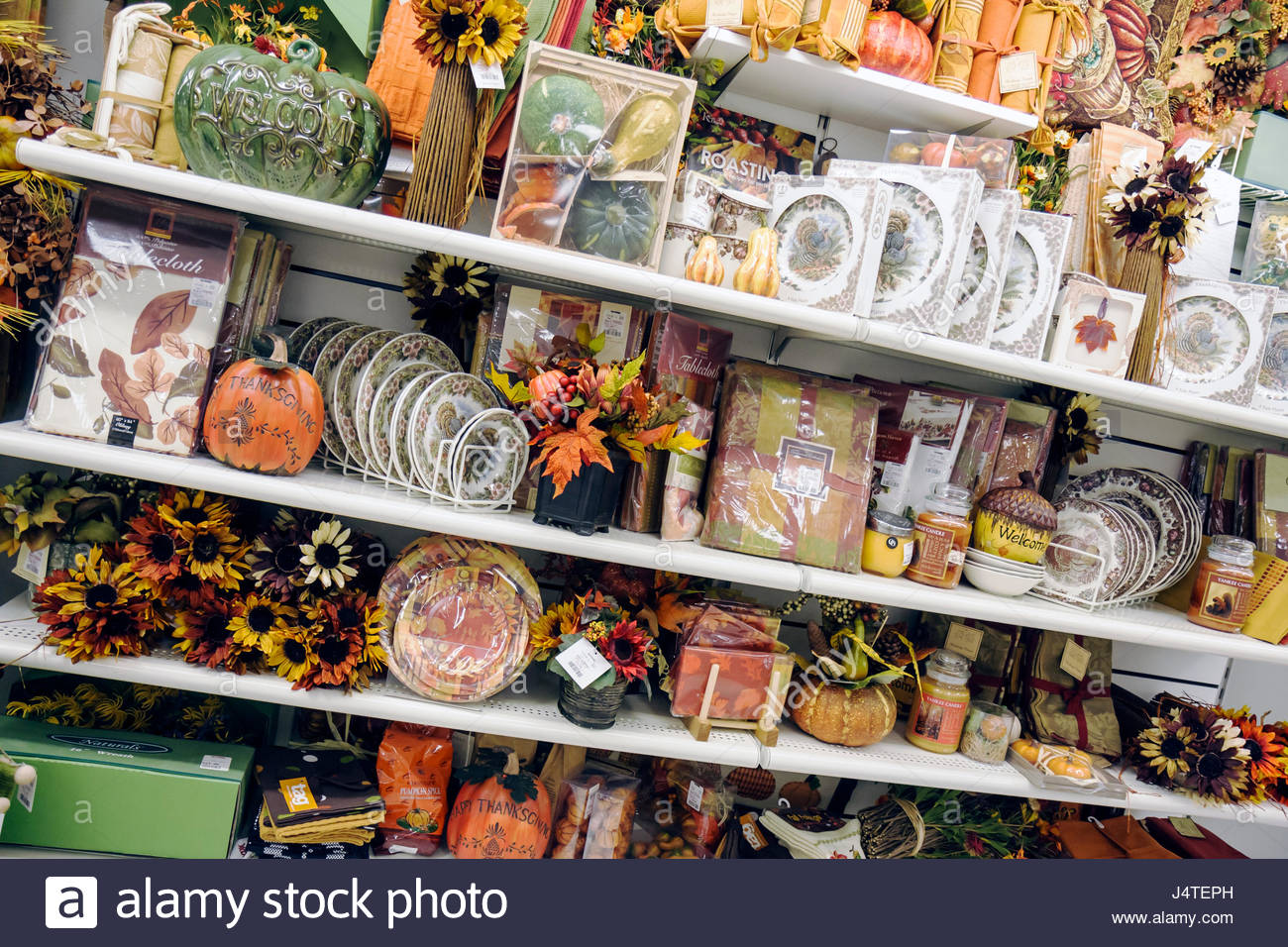 Naples Florida T.J. TJ Maxx Shopping Retail Business Discount Chain Store  Merchandise Display Home Decor Tableware Plates Autumn