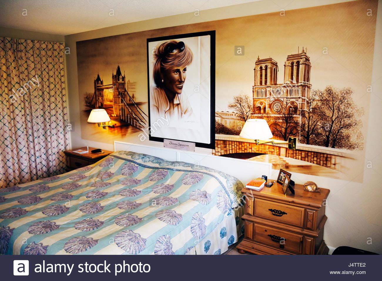 Diana gold guestroom