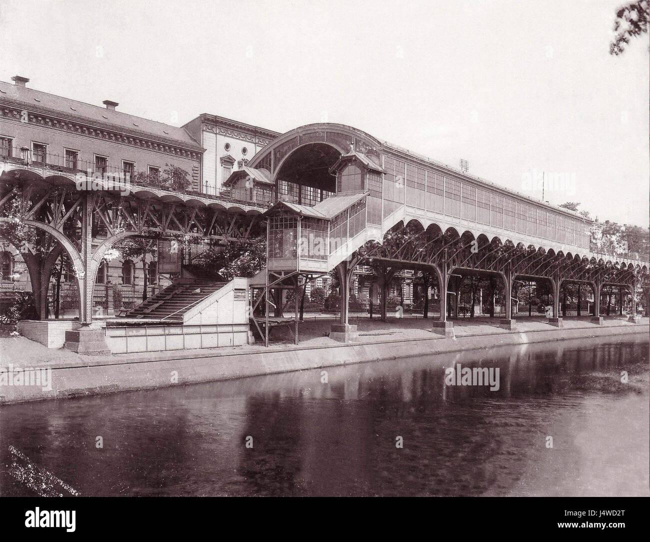 U Bahn Berlin Hochbahnhof Moeckernbruecke 1902 Aussenansicht Stock Photo