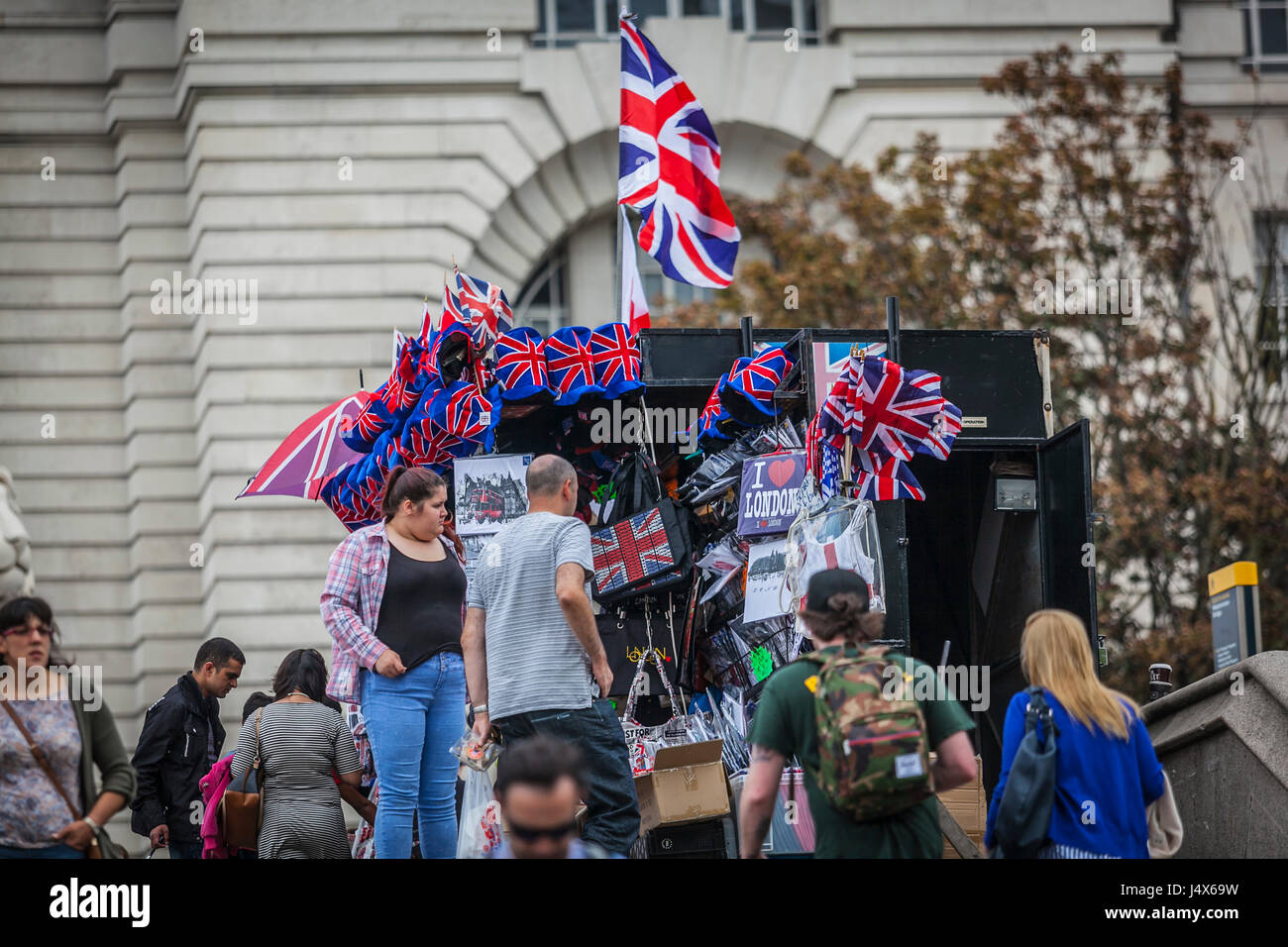SOUVENIR SELLERS, LONDON, ENGLAND-19th AUG 2015:-Souvenirs are for sale to tourists and locals alike, patriotism - Stock Image