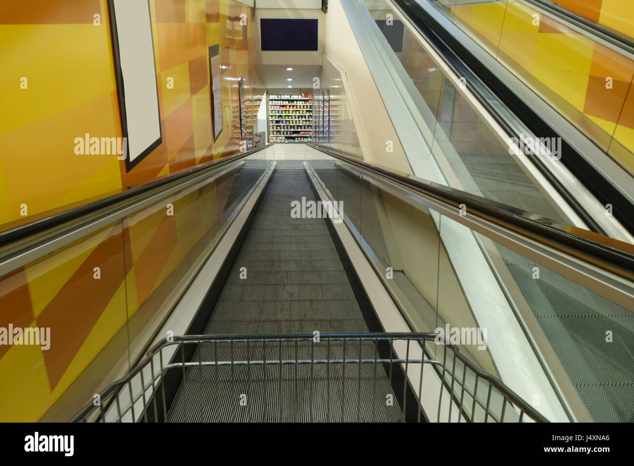 Conveyor belt and shopping cart in a supermarket entrance - Stock Image