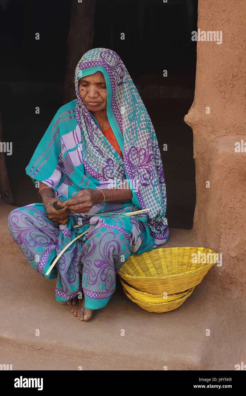 Woman making cane basket. Kawant, Gujarat, India - Stock Image