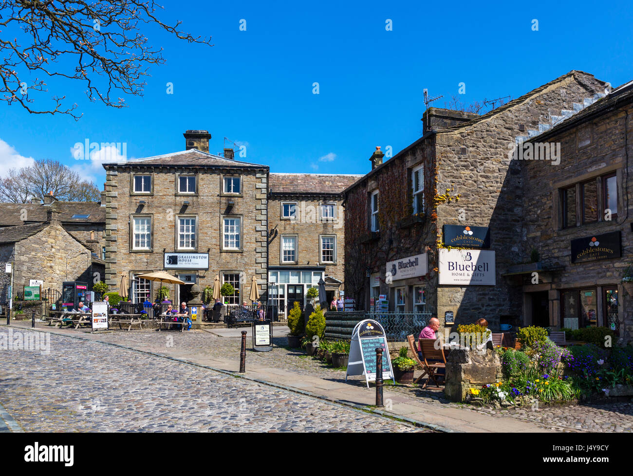 Cafe on The Square in the  traditional English village of Grassington, Wharfedale, Yorkshire Dales National Park, North Yorkshire, England, UK. Stock Photo