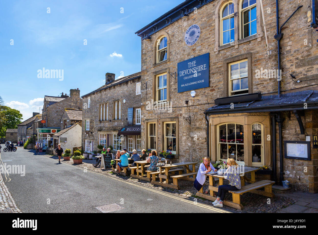 The Grassington Inn on The Square, Grassington, Wharfedale, Yorkshire Dales National Park, North Yorkshire, England, UK. Stock Photo