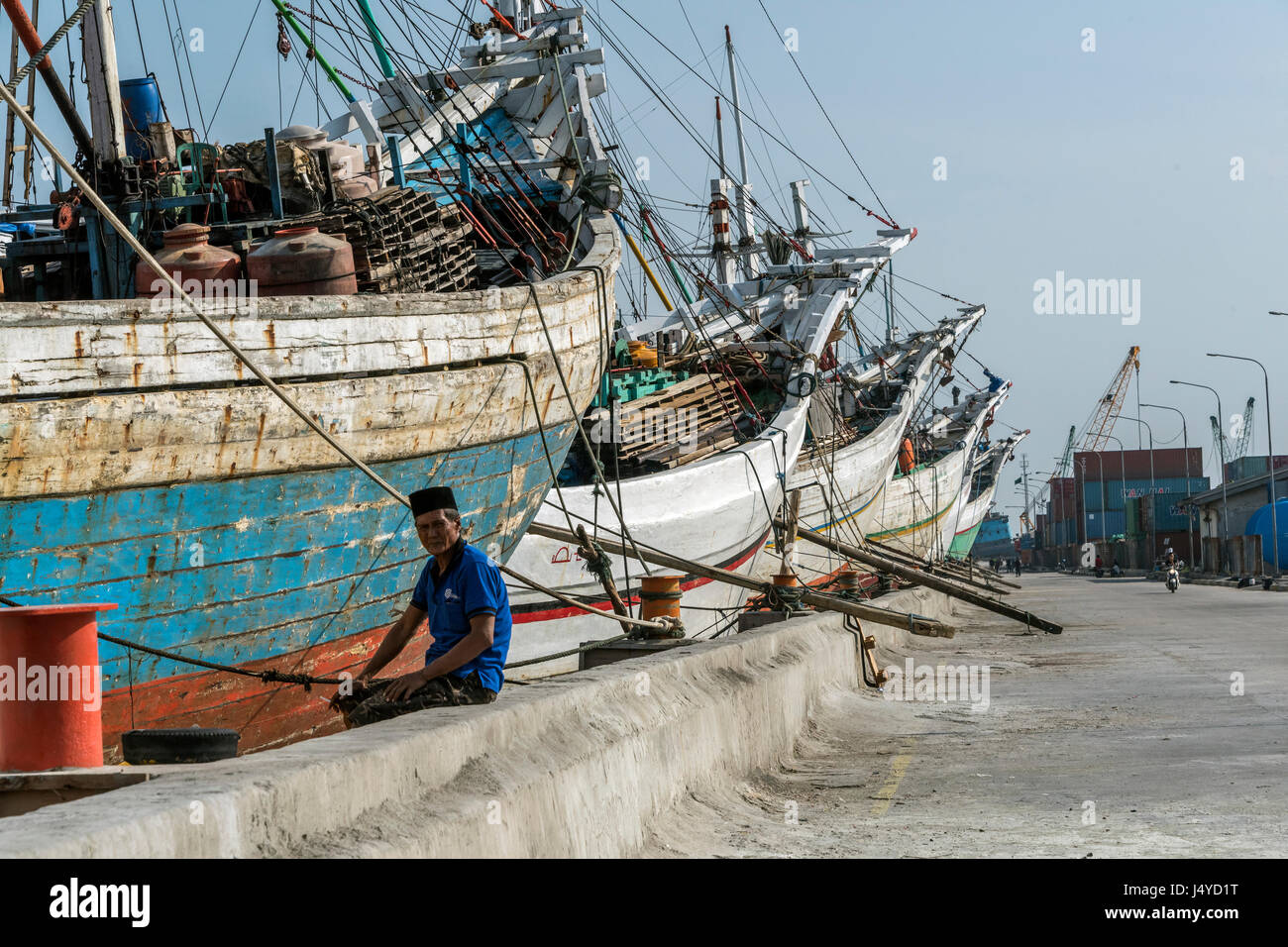 Pinisi at the wharf at Sunda Kelapa, Jakarta, Indonesia - Stock Image