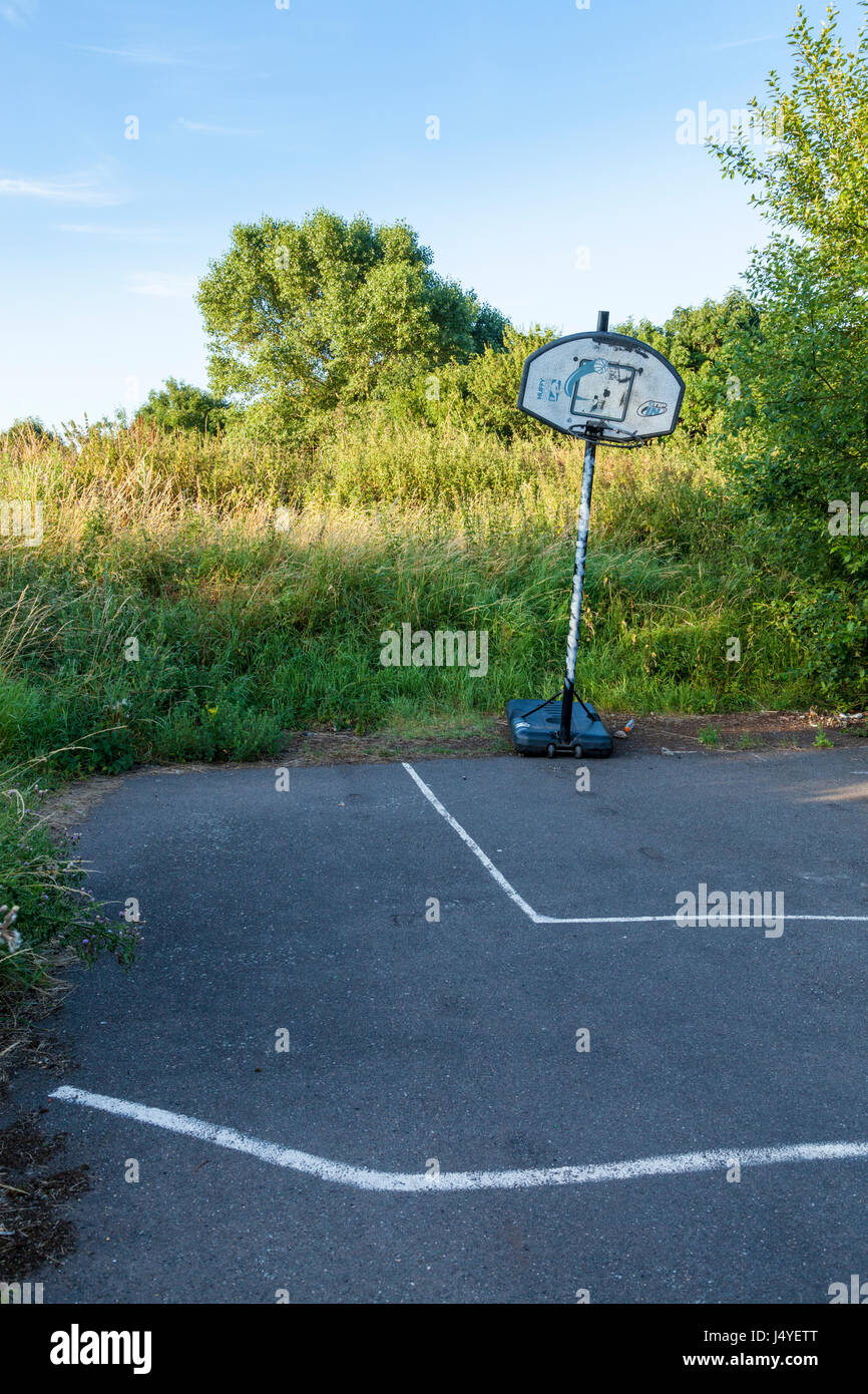Old wasteland with a basketball goal used for playing sports, Nottinghamshire, England, UK - Stock Image