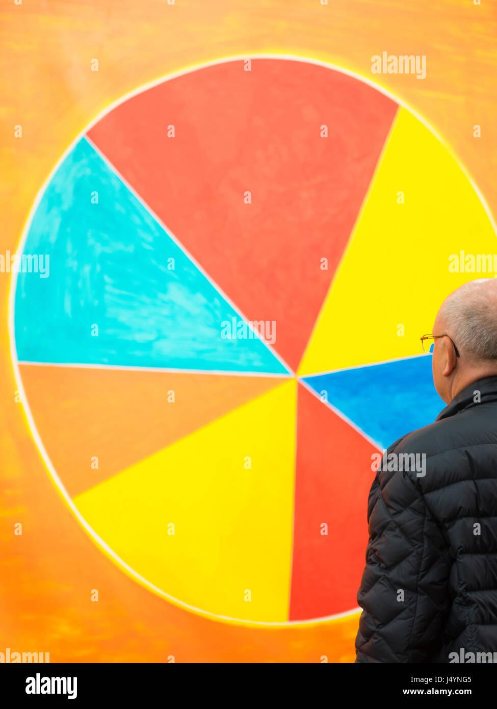 A Man is looking at 'La Libertà', 2016. The artist is Nicola de Maria. - Stock Image