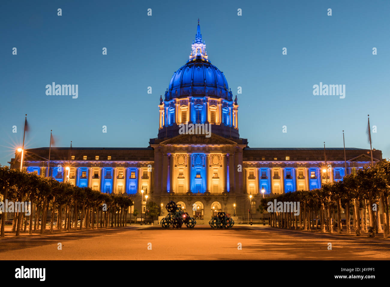 San Francisco City Hall In Golden State Warriors Colors Stock Photo Alamy