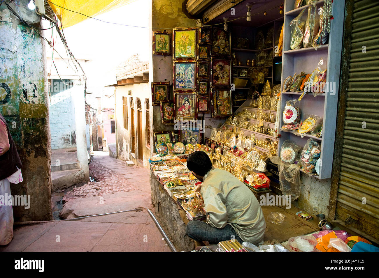 Man selling idol of gods, mathura , uttar pradesh, india, asia - Stock Image