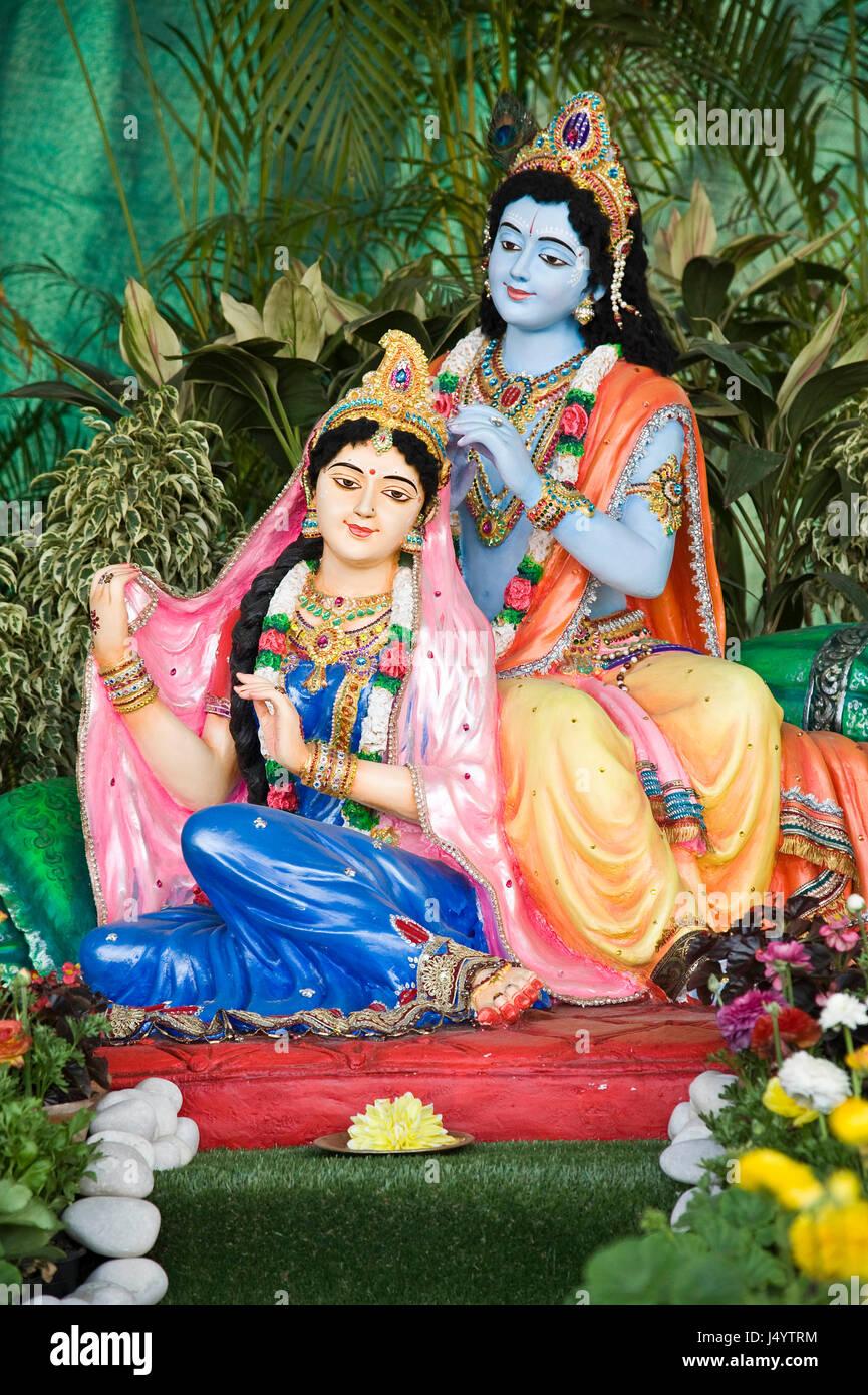 radha krishna statue prem mandir mathura uttar pradesh india asia J4YTRM