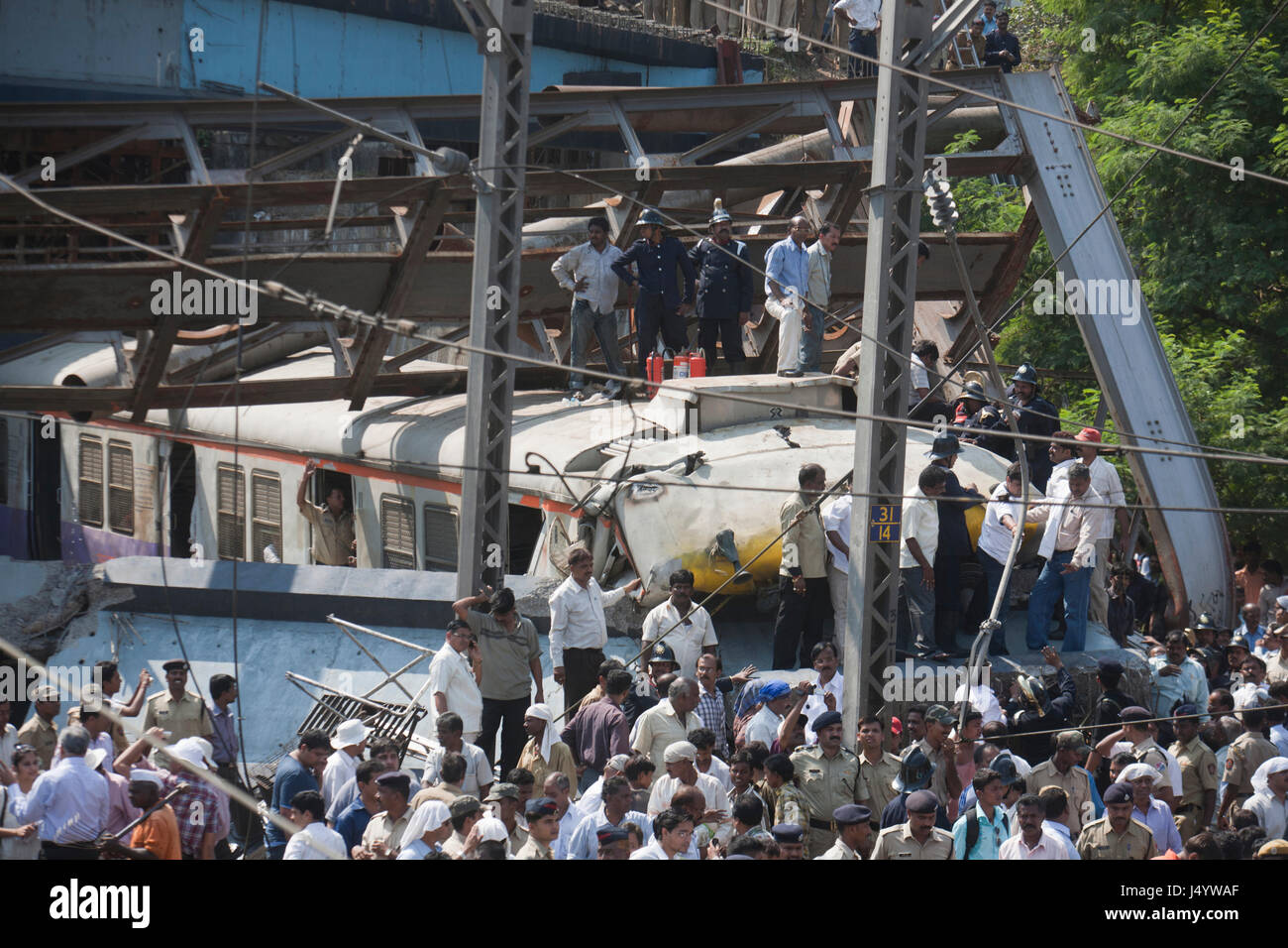 Accident water pipeline collapsed over moving train, thane, mumbai