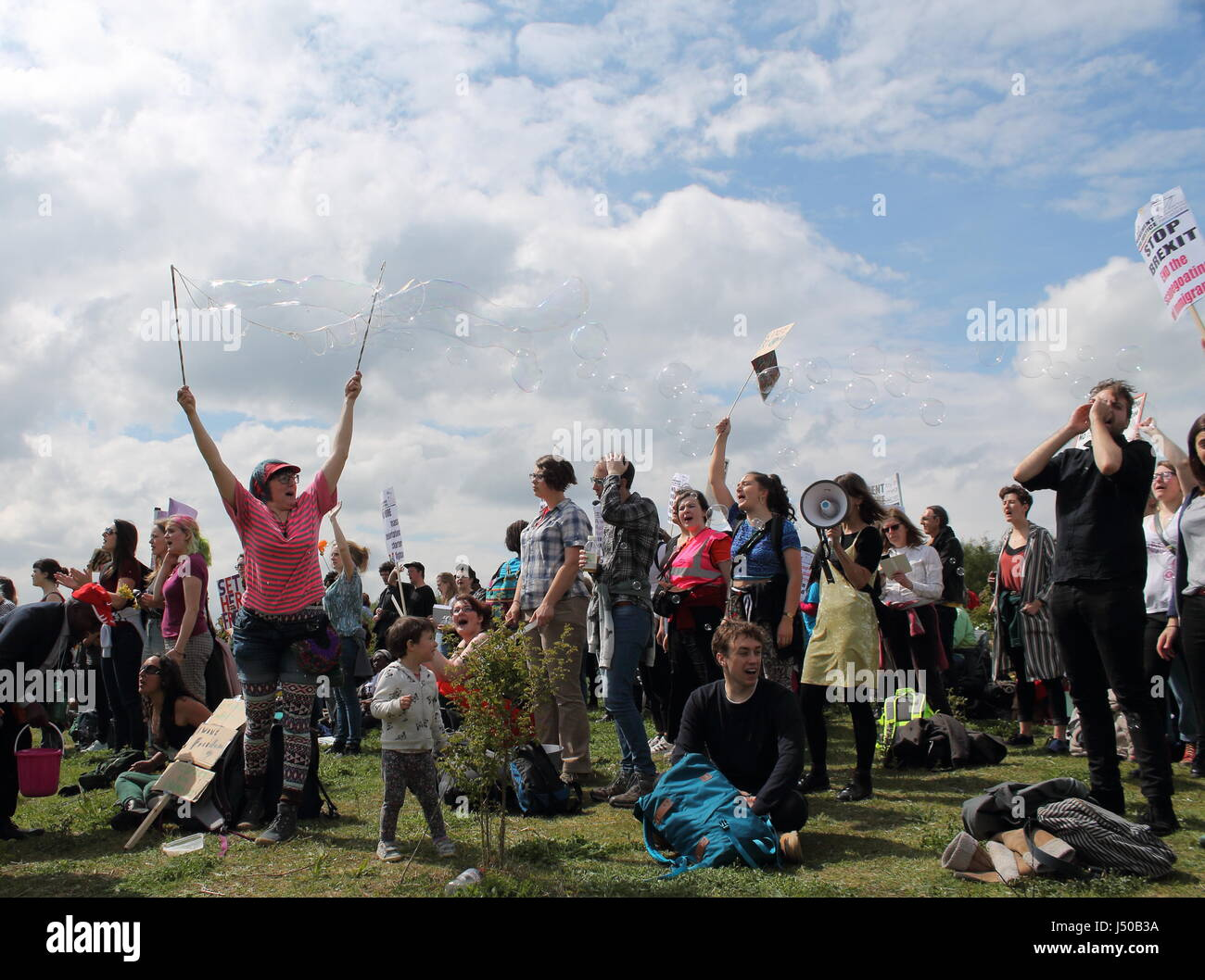 Bedford, UK. 13th May, 2017. Protest to shut down Yarl's Wood and all other immigration detention centres in - Stock Image