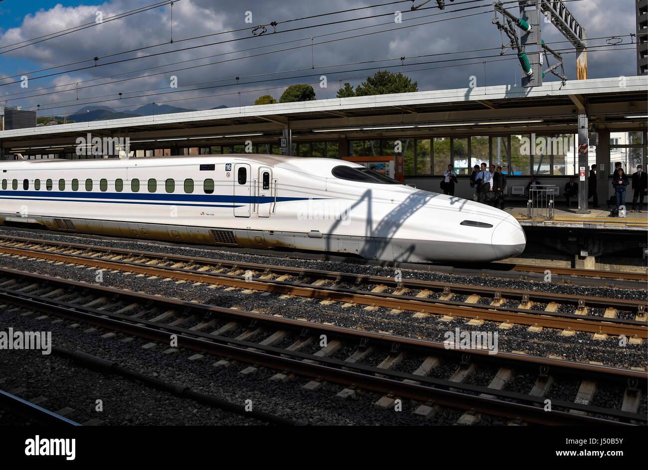 Odawara, Japan. 15th May, 2017. A Nozomi train of the Shinkansen high-speed railway lines seen at Odawara Station - Stock Image