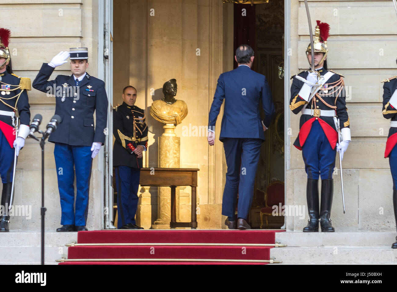 Paris, France. 15th May, 2017.  Prime Minister handover in Matignon  -  15/05/2017  -  France / Paris  -  Ceremony - Stock Image