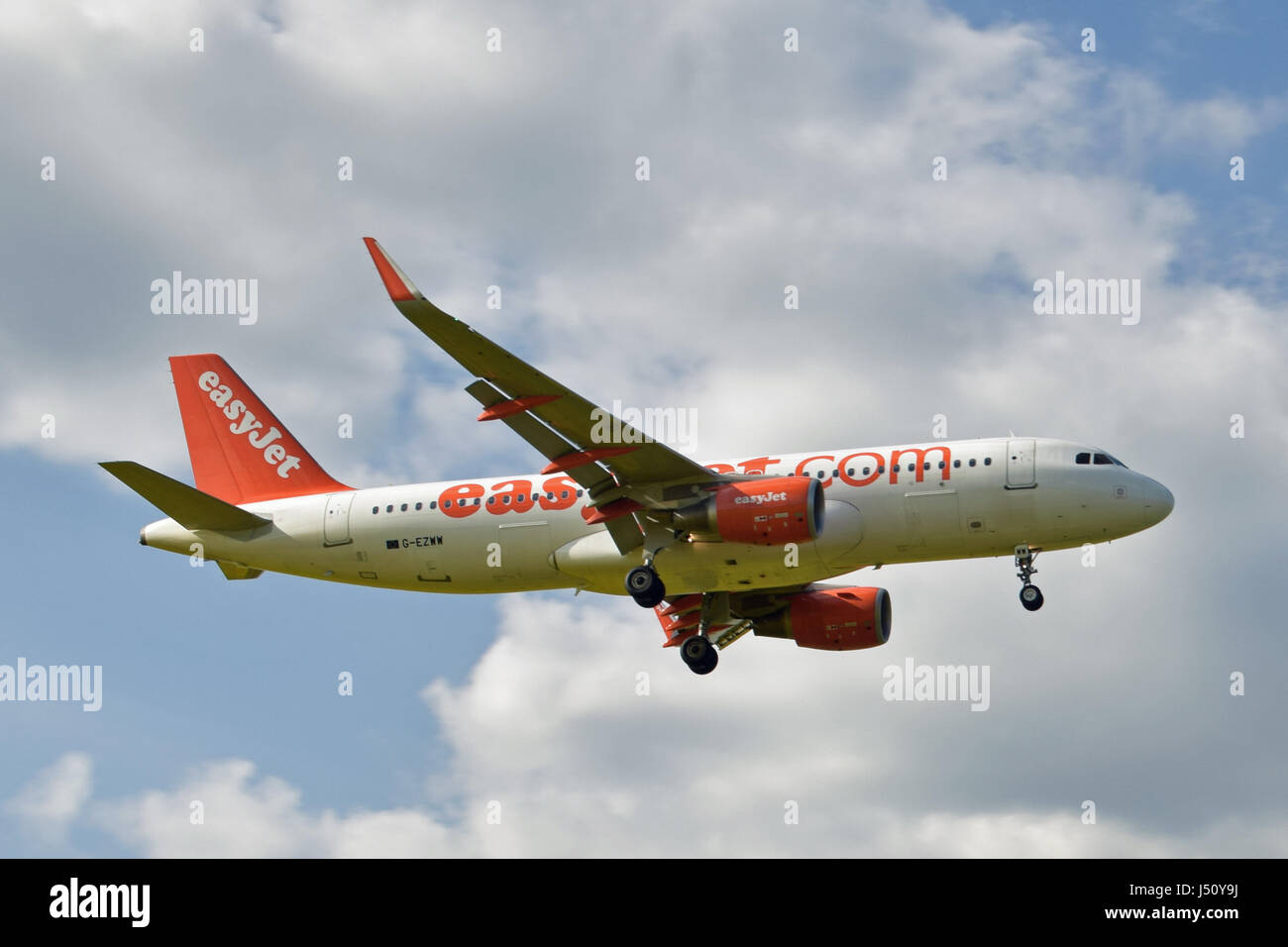 G-EZWW easyJet Airbus A320-200 - cn 6188 on final approach to LGW London Gatwick airport - Stock Image