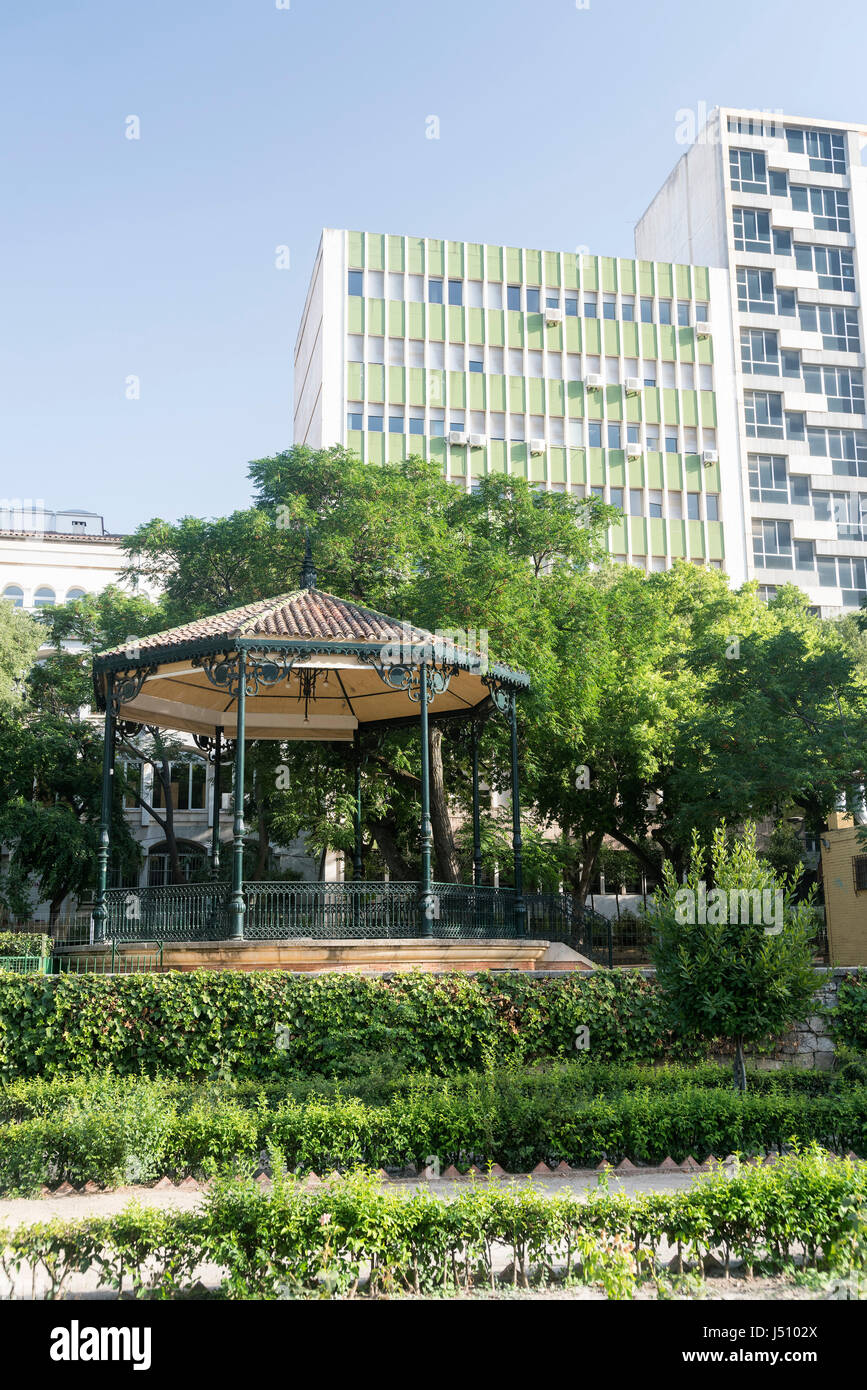 Jaen (Andalucia, Spain): gazebo in a park and modern buildings in background - Stock Image