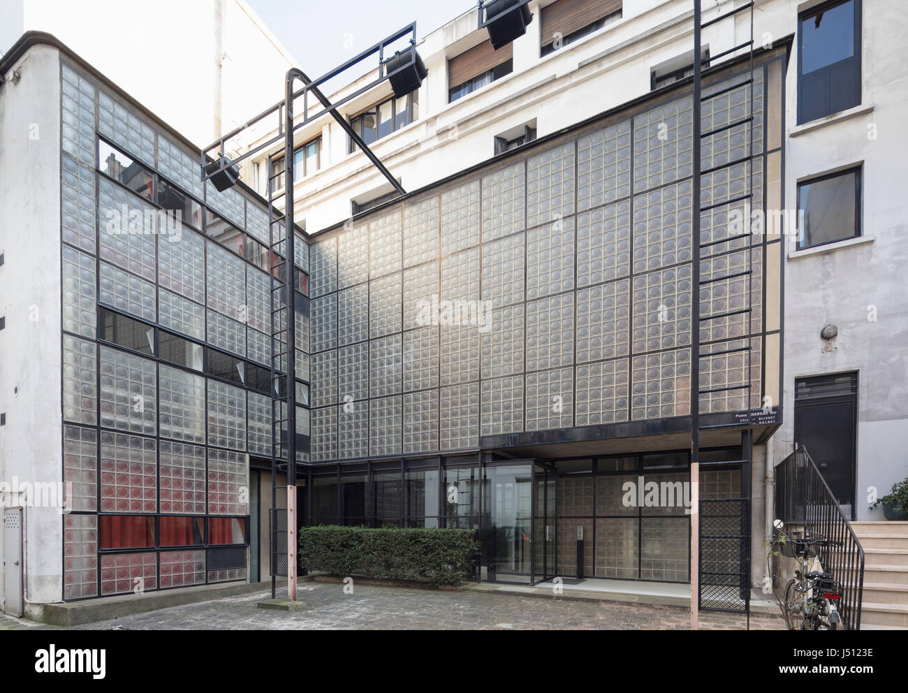 exterior facade maison de verre house of glass paris france stock photo 140779842 alamy. Black Bedroom Furniture Sets. Home Design Ideas