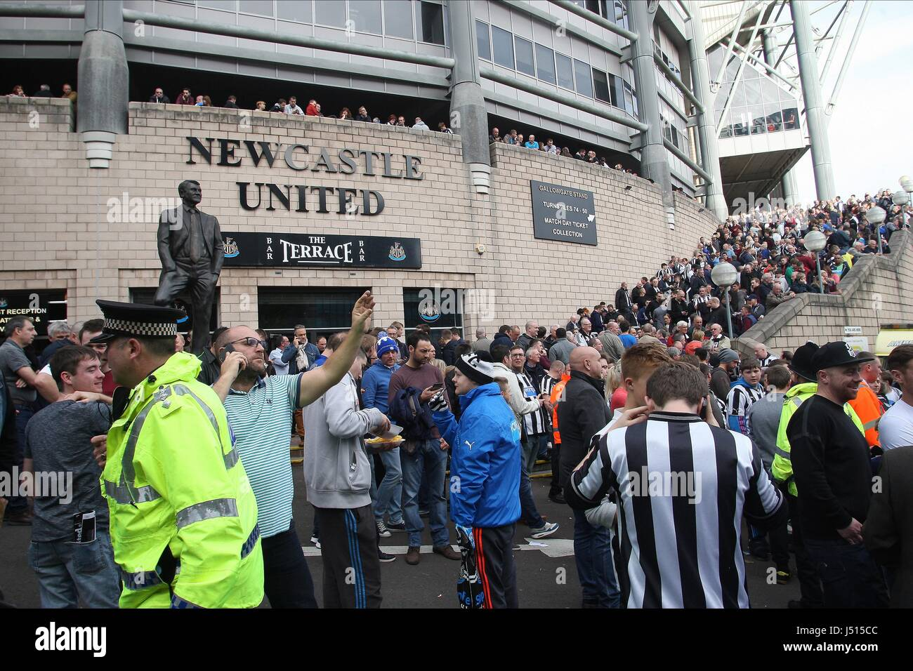 KICK OFF IS DELAYED AT ST JAME NEWCASTLE UNITED V LEICESTER C ST JAMES PARK NEWCASTLE ENGLAND 18 October 2014 - Stock Image
