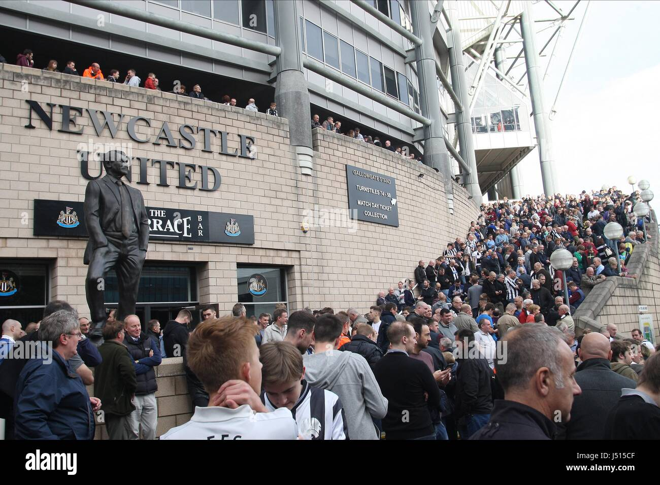 A BROKEN TV SCREEN DELAYS KICK NEWCASTLE UNITED V LEICESTER C ST JAMES PARK NEWCASTLE ENGLAND 18 October 2014 - Stock Image