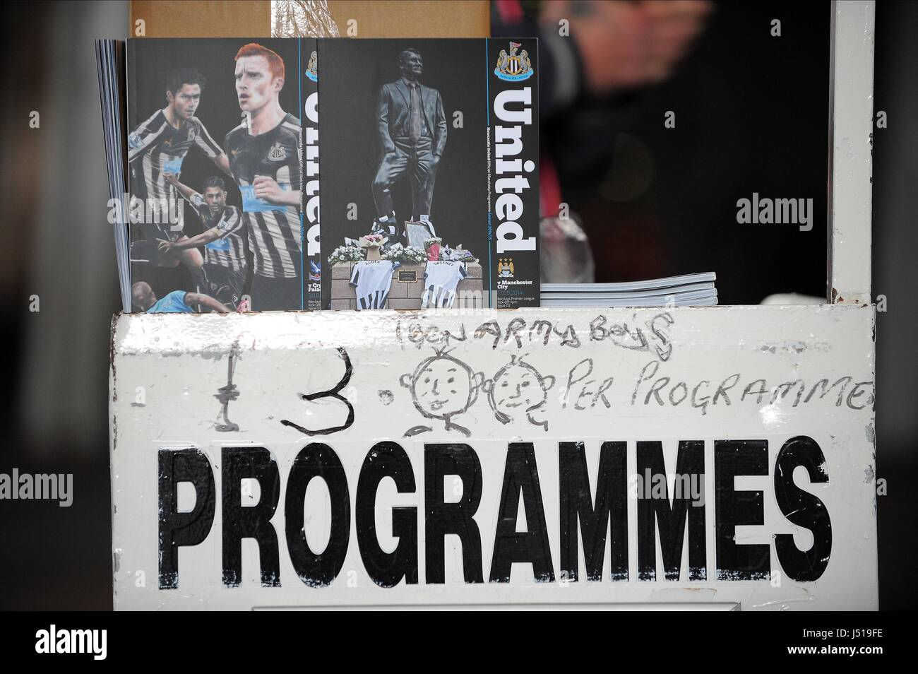 MATCHDAY PROGRAMMES NEWCASTLE UNITED FC V CRYSTAL ST JAMES PARK NEWCASTLE ENGLAND 30 August 2014 - Stock Image