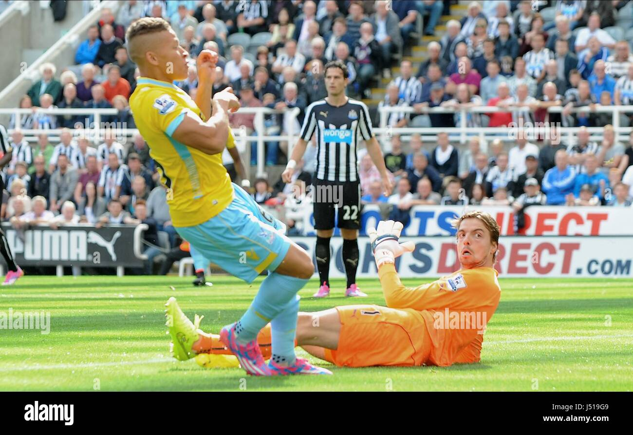 DWIGHT GAYLE SCORES GOAL NEWCASTLE UNITED FC V CRYSTAL ST JAMES PARK NEWCASTLE ENGLAND 30 August 2014 - Stock Image