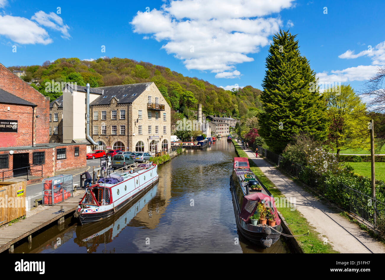 Narrowboats on the Rochdale Canal, Hebden Bridge, West Yorkshire, England, UK. - Stock Image