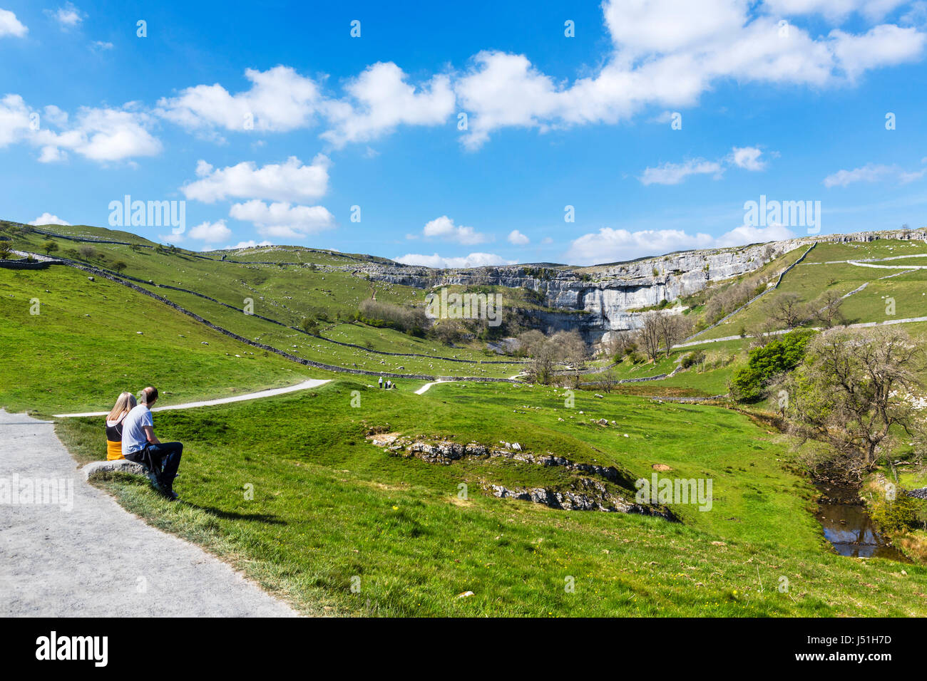 Footpath to Malham Cove, Malham, Malhamdale, Yorkshire Dales National Park, North Yorkshire, England, UK. - Stock Image