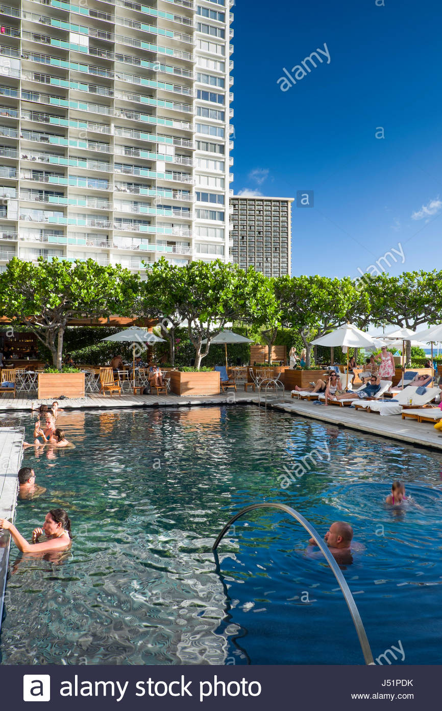 Agreable Sunrise Pool At The Modern Honolulu Hotel, Honolulu, Oahu, Hawaii, USA