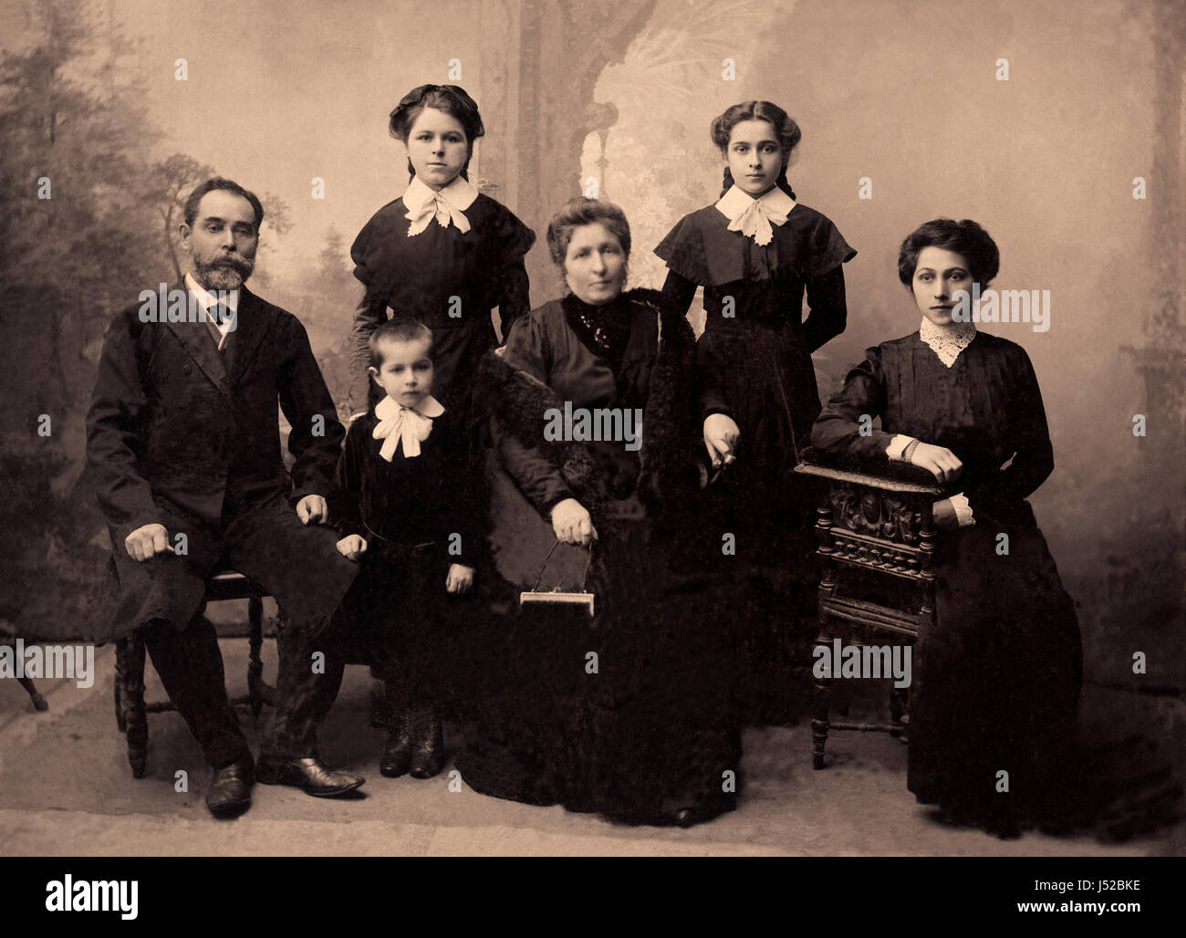 Family portrait, people of all ages, circa 1911. - Stock Image