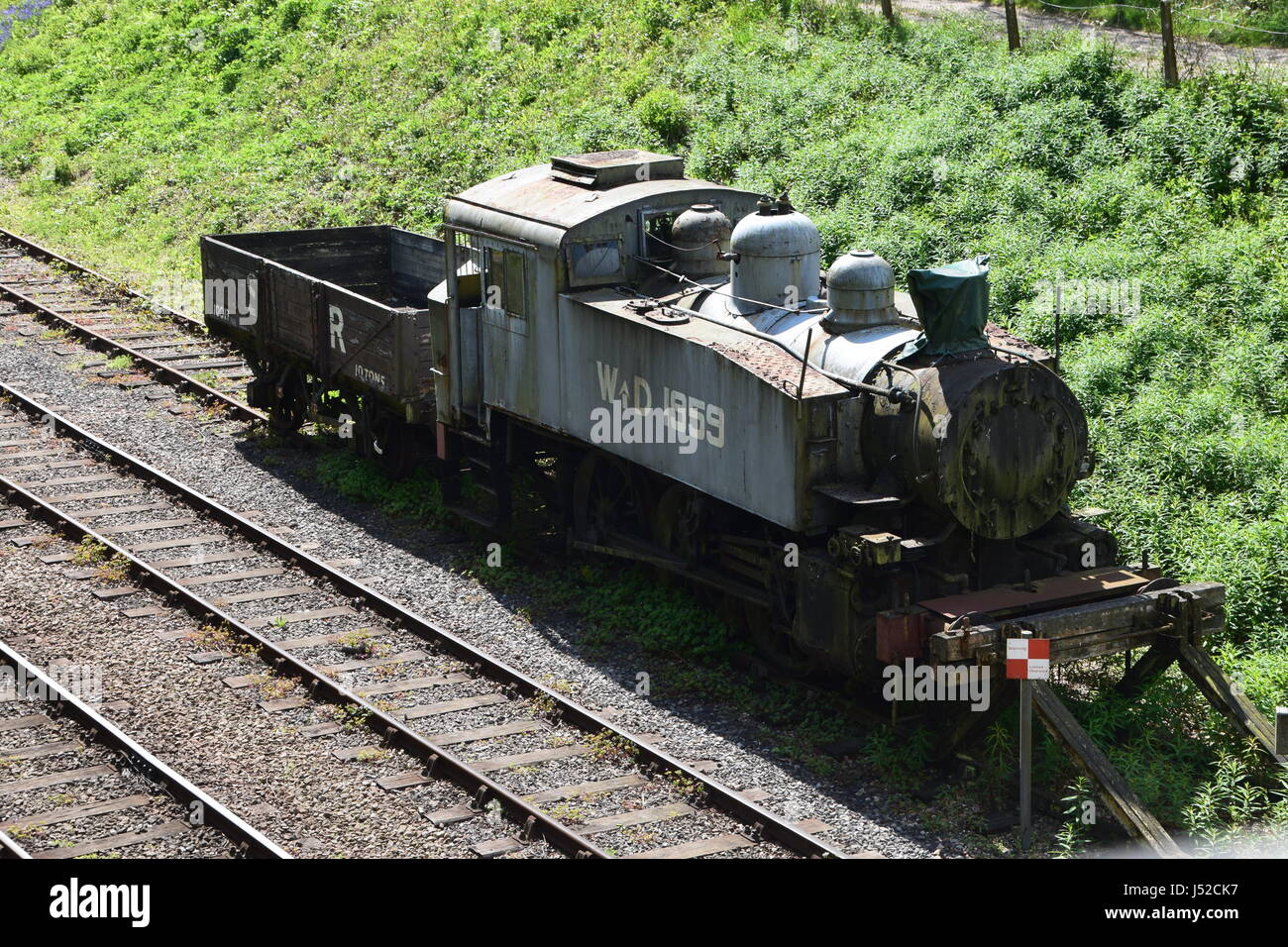 WD 1959, USA 0-6-0T tank engine at Bluebell Railway with SR plank wagon - Stock Image
