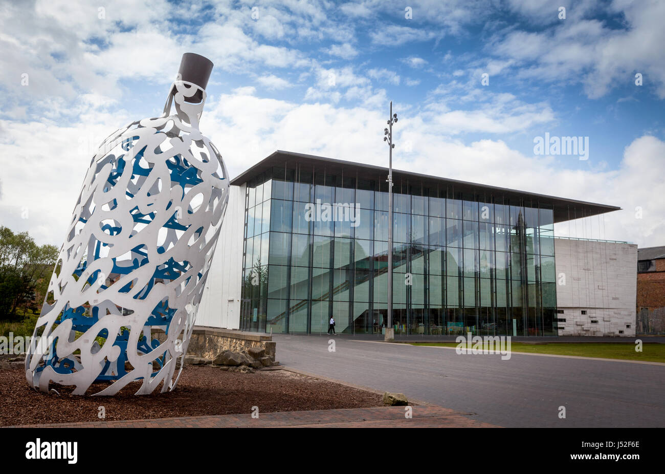 Middlesbrough Institute of Modern Art with the Bottle of Notes sculpture Stock Photo