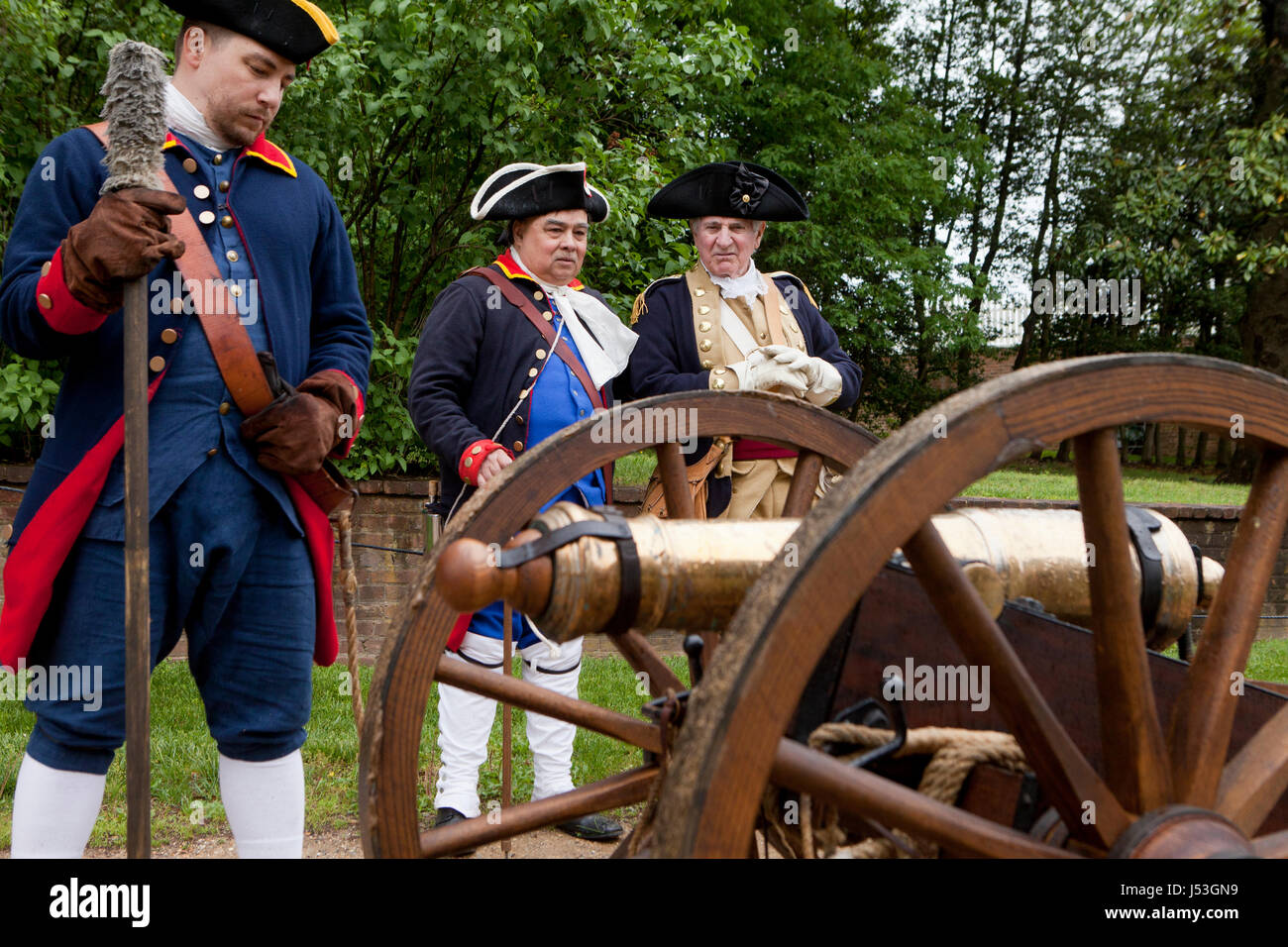 American cannon artillery crew in the American Revolutionary