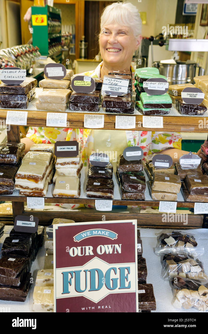 Arkansas Ozark Mountains Hardy Main Street Old Time Candy Shop woman white haired homemade shop chocolate slab fudge - Stock Image