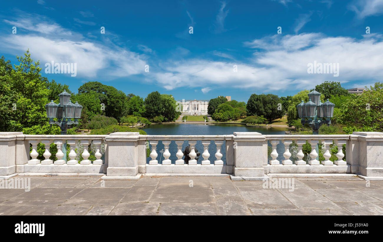 White balustrade and empty terrace overlooking the park near Wade Lagoon at summer, Cleveland Ohio. - Stock Image