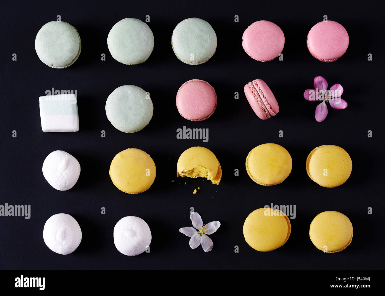 Colorful macaroons marshmallows with flowers - Stock Image