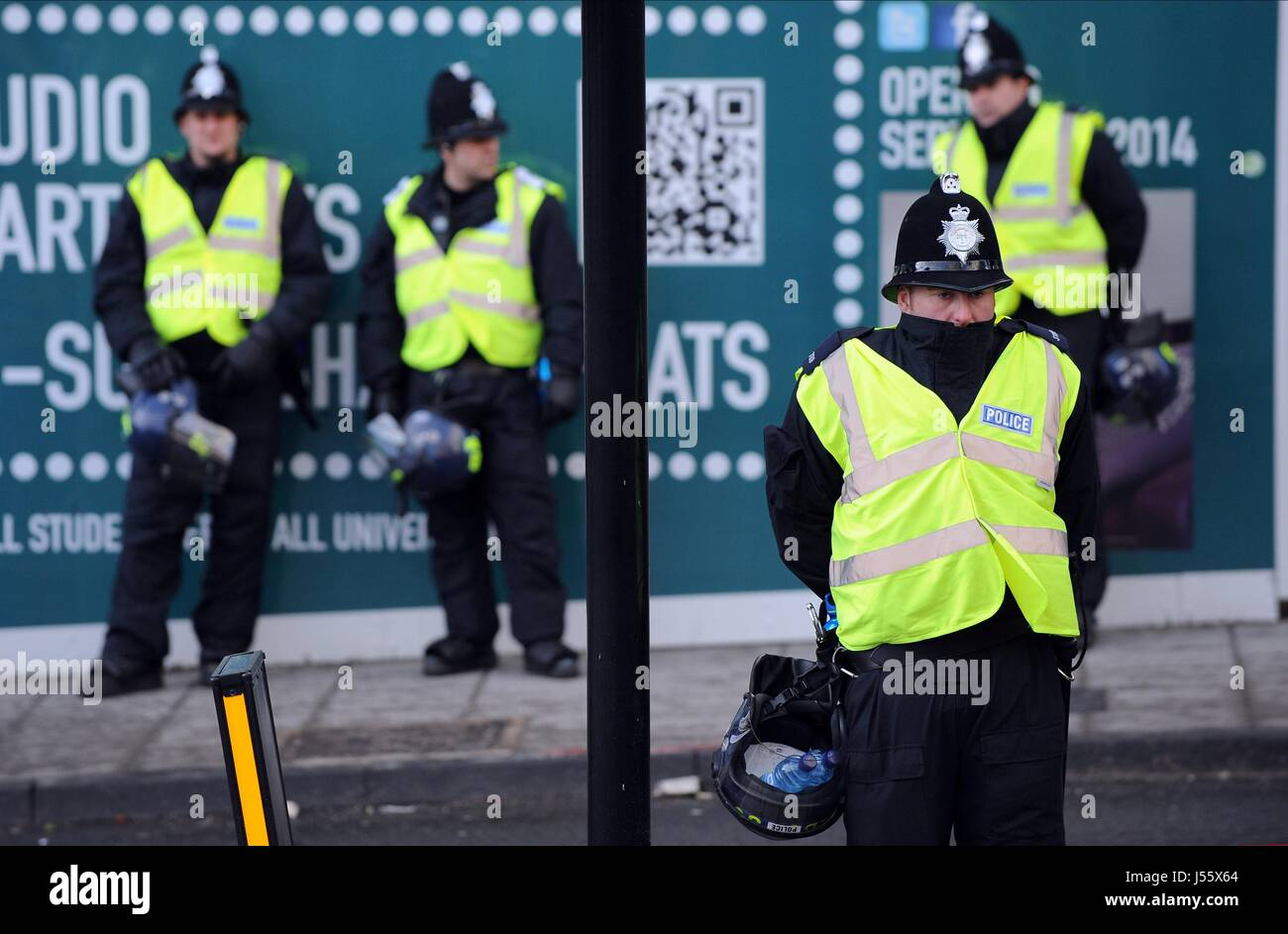 POLICEMEN WITH RIOT HELMETS NEWCASTLE FC V NEWCASTLE FC V SUNDERLAND FC ST JAMES PARK NEWCASTLE ENGLAND 01 February - Stock Image