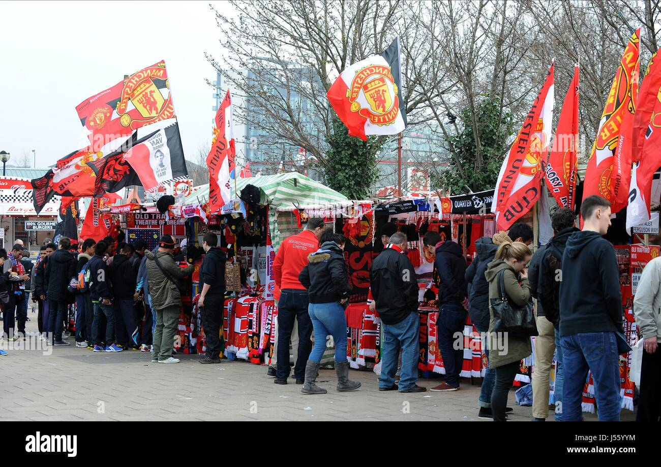 Merchandise Stalls MANCHESTER UNITED FOOTBALL CLUB MANCHESTER UNITED FOOTBALL CLU OLD TRAFFORD MANCHESTER ENGLAND - Stock Image