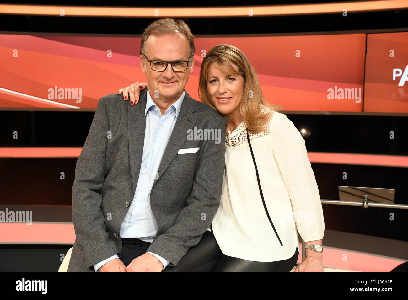 Presenters Frank Plasberg and Anne Gesthuysen on the set of the German TV show 'Couple's Duel' in Huerth - Stock Image