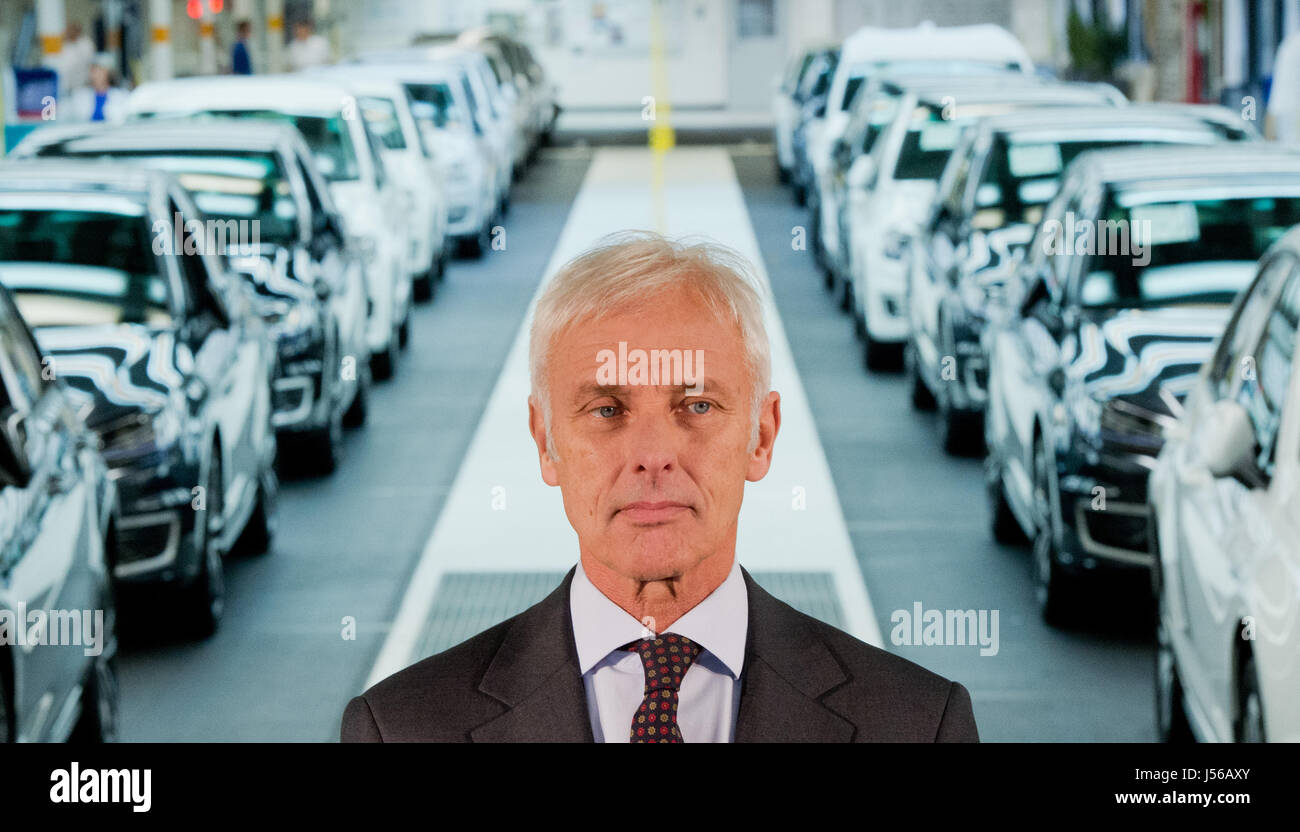 Wolfsburg, Germany. 21st Oct, 2015. ARCHIVE - Matthias Mueller, the CEO of Volkswagen AG, after a tour of the car - Stock Image