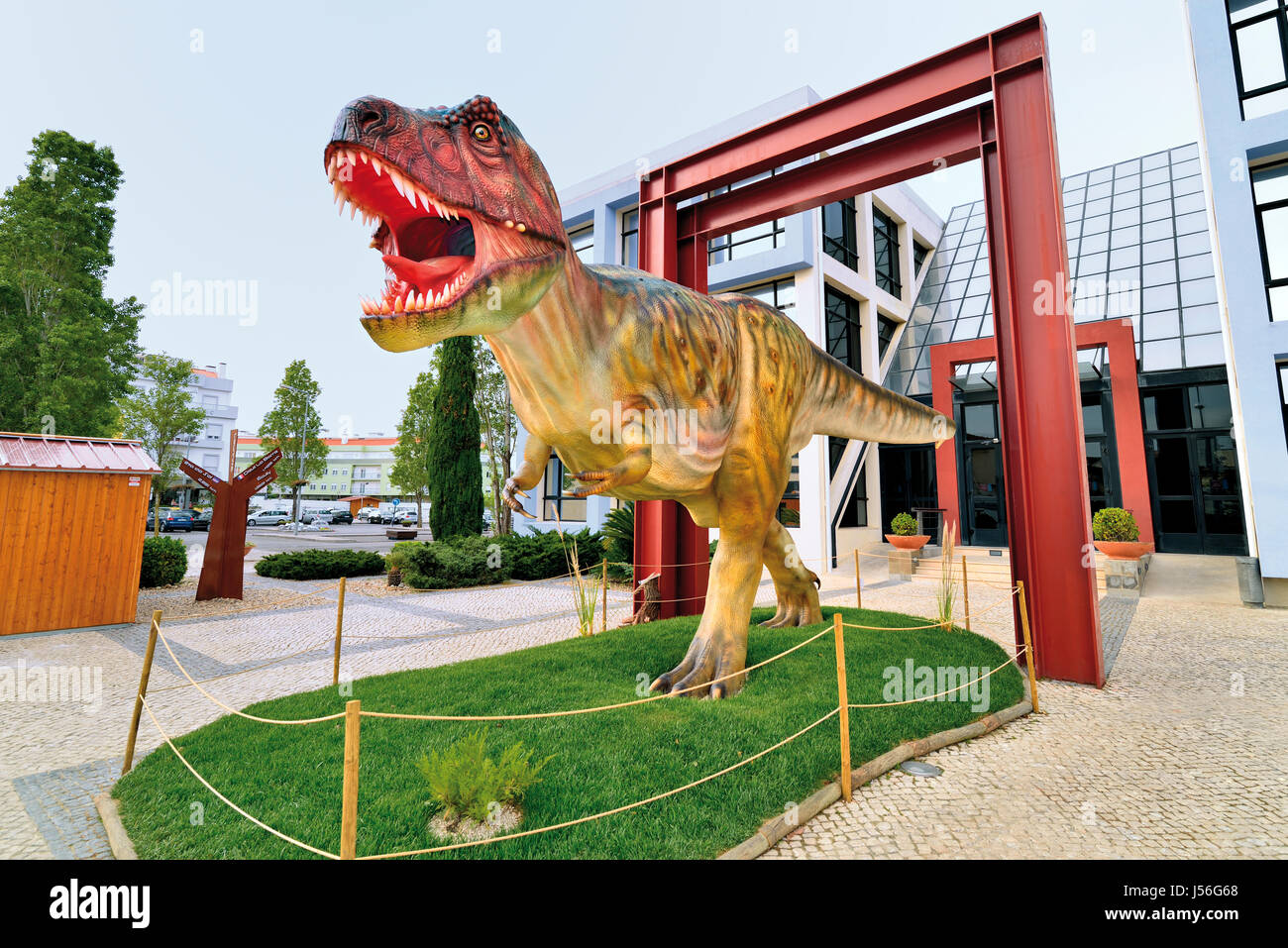 Model of a Tyrannosaurus Rex in front of the town hall of portuguese Dinosaurs capital Lourinhã - Stock Image