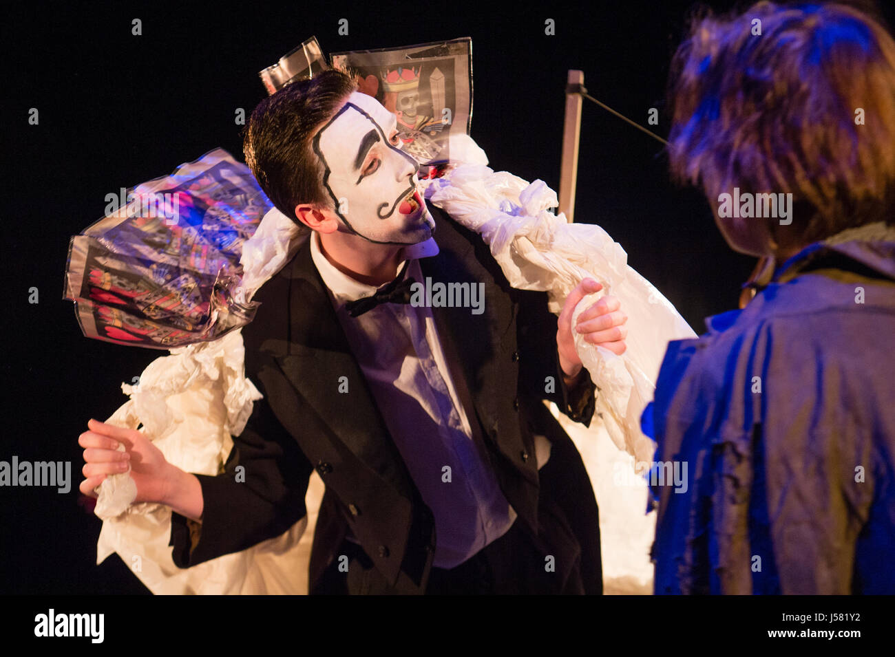 Theater Education in the UK: Undergraduate students performing in William Shakespeare's classic play The Tempest - Stock Image