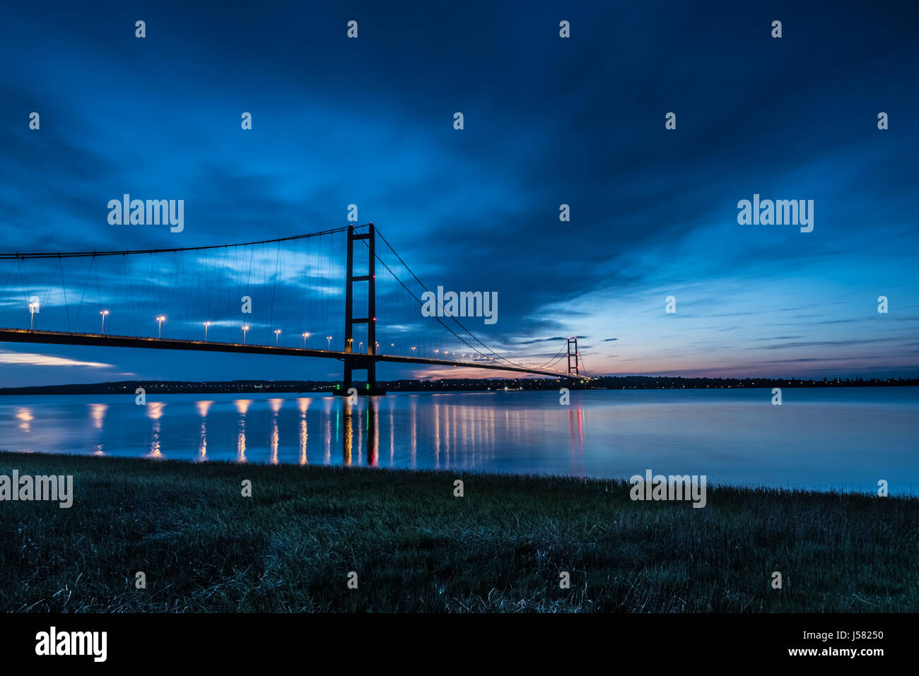Humber Bridge at night - Stock Image