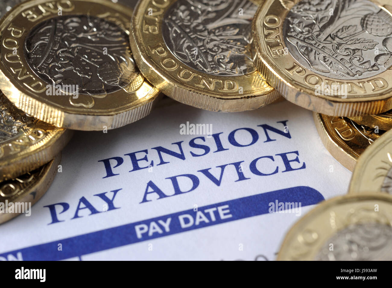 COMPANY PENSION PAY ADVICE SLIP WITH NEW ONE POUND COINS RE PENSIONS INCOME RETIREMENT PENSIONERS WAGES HOUSEHOLD - Stock Image