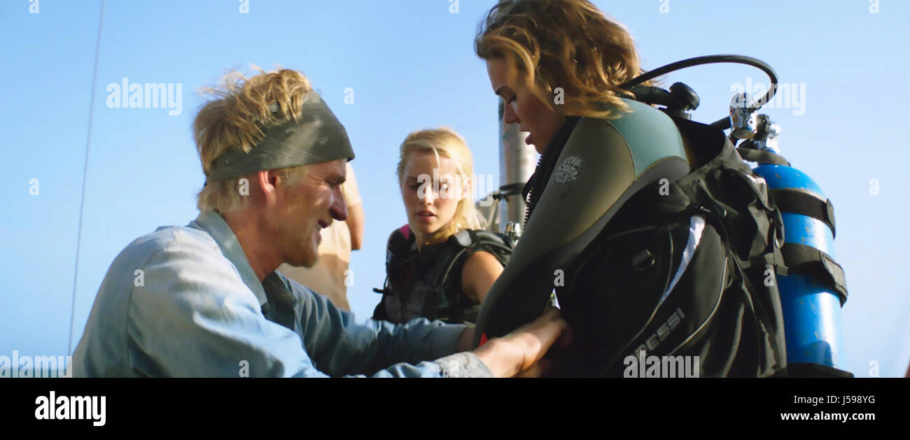 47 METERS DOWN (aka In The Deep) 2016 Entertainment Studios film with from left: Matthew Modine, Claire Holt, Mandy - Stock Image
