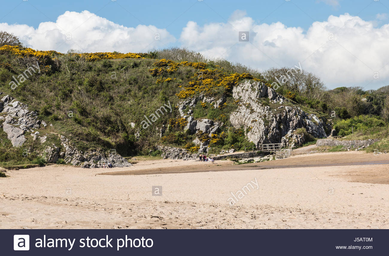 Broad Haven South beach at the bottom of Bosherton Lakes in Pembrokeshire, South Wales in the UK. - Stock Image