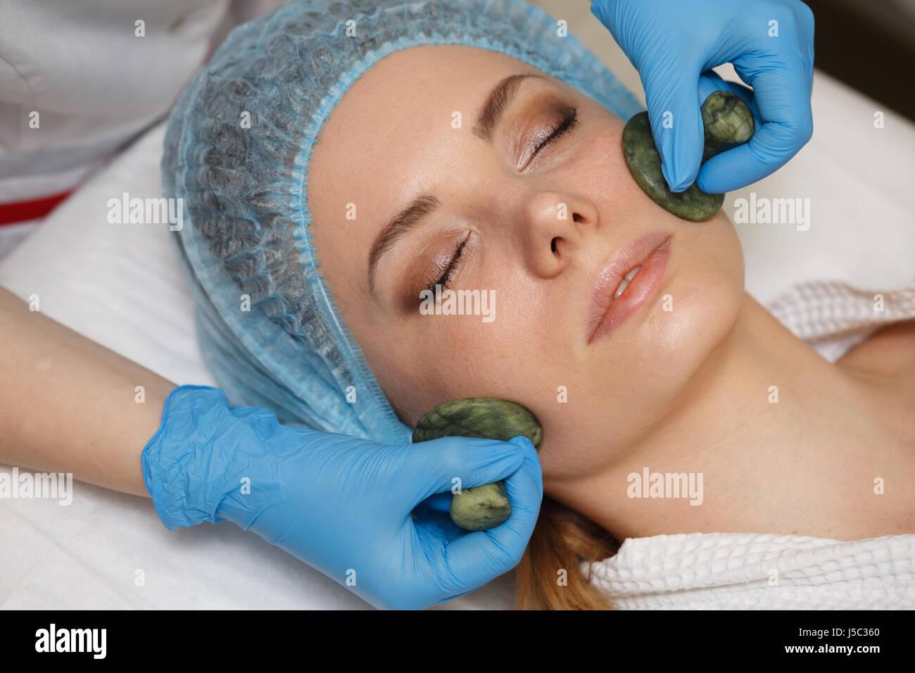 Beauty Salon Spa Anti Aging Facial Massage With Jade Stones Gua