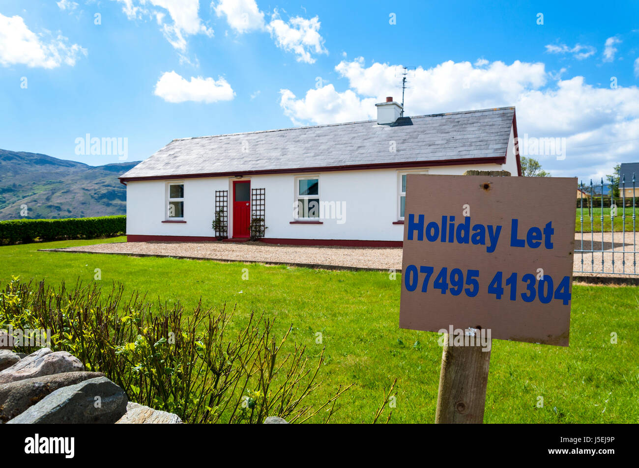 Holiday cottage to let sign, Loughros Point, Ardara, County Donegal, Ireland - Stock Image