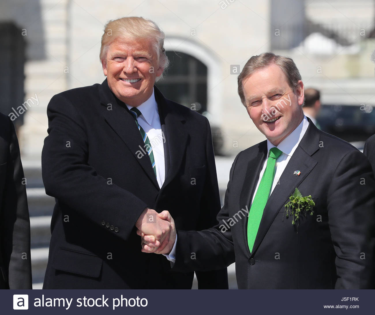 The difference between the irish president and the taoiseach