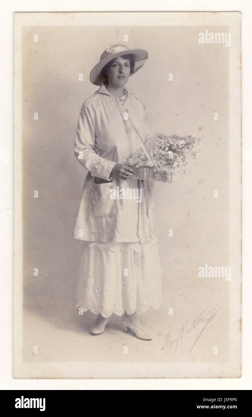U.K. Postcard portrait of Primrose League Pin seller for the Conservative Party which relied heavily on female helpers. - Stock Image